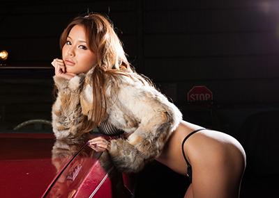 【丘咲エミリエロ画像】数々のメディアで活動!活動派AV女優の丘咲エミリ画像
