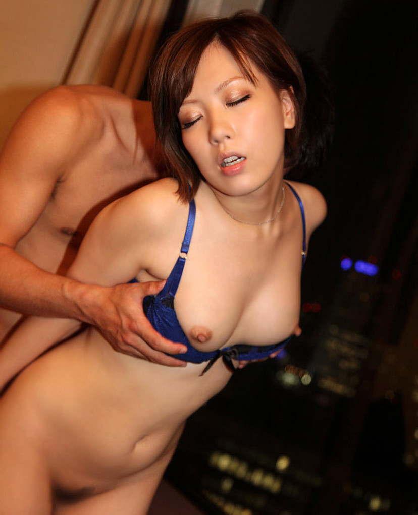 【立ちバックエロ画像】女の子に後ろから襲い掛かる立ちバックで野生むき出しのセックス! 14