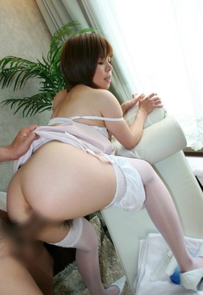 【立ちバックエロ画像】女の子に後ろから襲い掛かる立ちバックで野生むき出しのセックス! 48