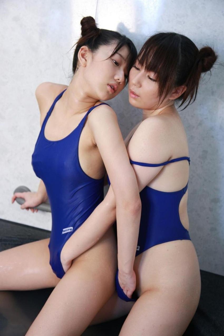 【レズビアンエロ画像】女の子同士だけに快感のツボを心得た生々しいレズプレイ 17