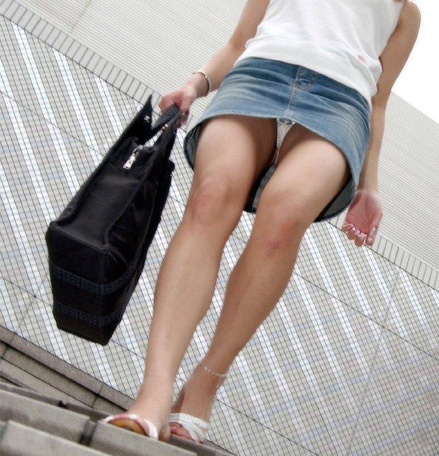 【パンチラエロ画像】ローアングルからスカートの中身を狙い撃ちしたった! 13