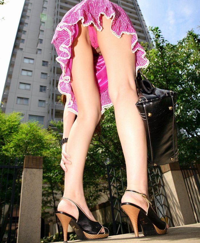 【パンチラエロ画像】ローアングルからスカートの中身を狙い撃ちしたった! 25