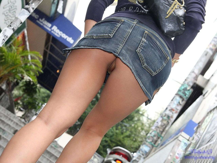 【パンチラエロ画像】ローアングルからスカートの中身を狙い撃ちしたった! 31
