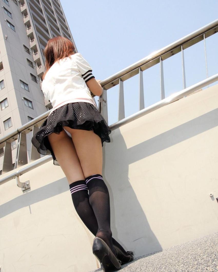 【パンチラエロ画像】ローアングルからスカートの中身を狙い撃ちしたった! 48