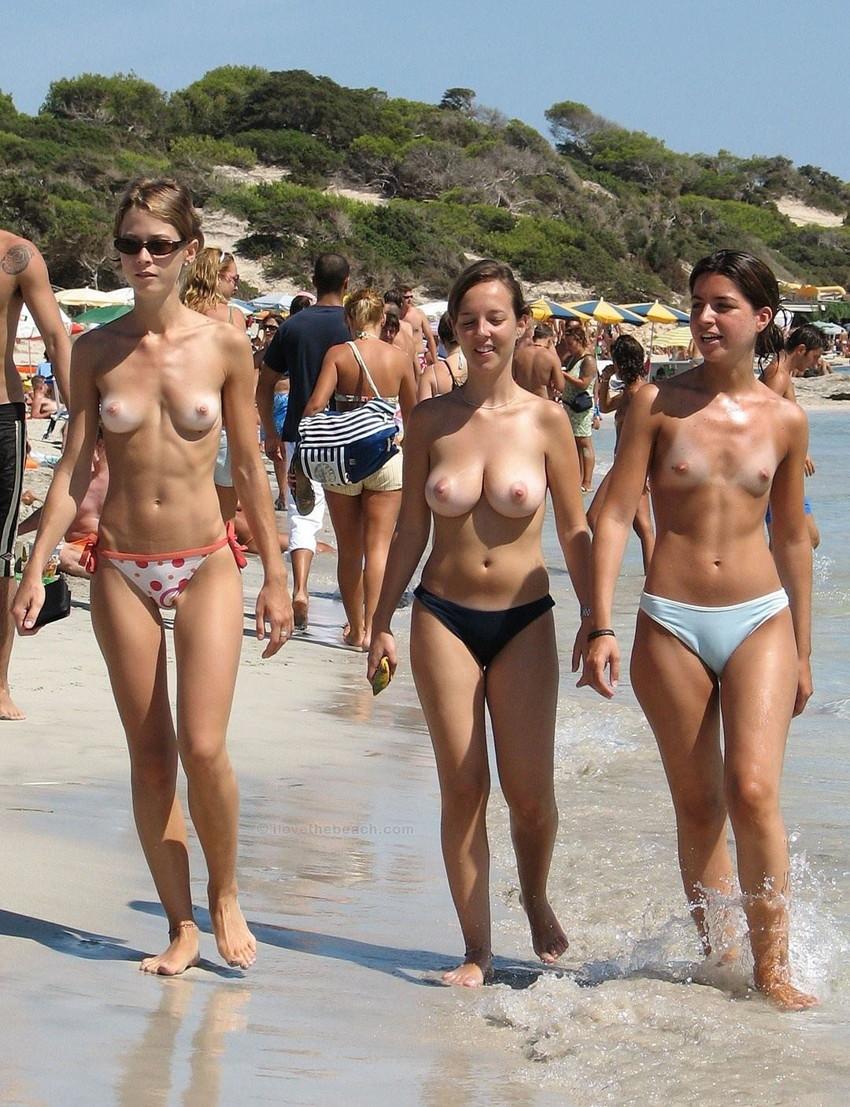 【ヌーディストビーチエロ画像】エロすぎる!まるで裸祭りのヌーディストビーチ