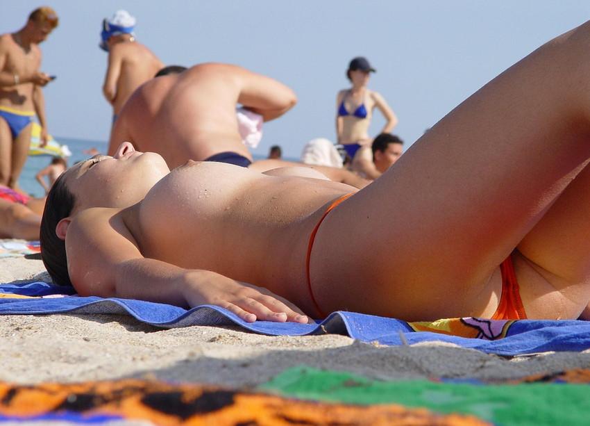 【ヌーディストビーチエロ画像】エロすぎる!まるで裸祭りのヌーディストビーチ 26