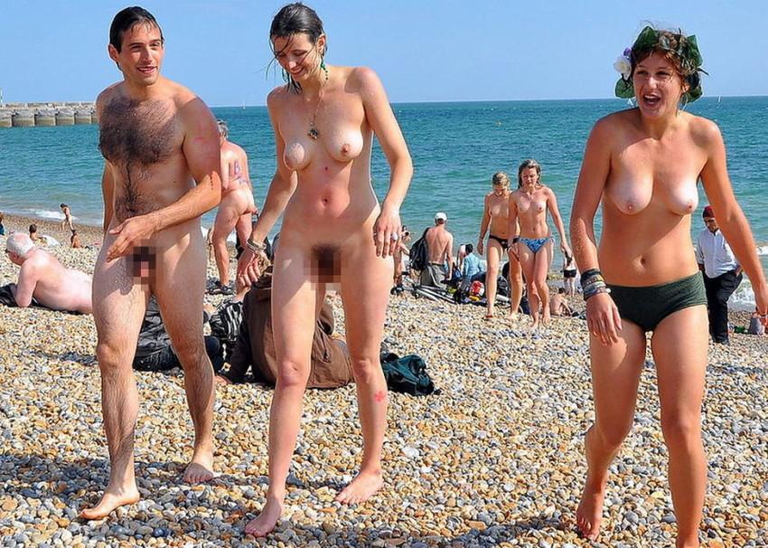 【ヌーディストビーチエロ画像】エロすぎる!まるで裸祭りのヌーディストビーチ 29