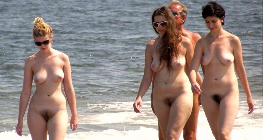 【ヌーディストビーチエロ画像】エロすぎる!まるで裸祭りのヌーディストビーチ 43