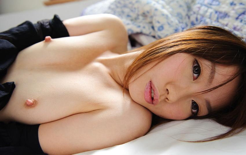 【ちっぱいエロ画像】控えめなおっぱいだからこそ可愛い!ちっぱいの魅力!