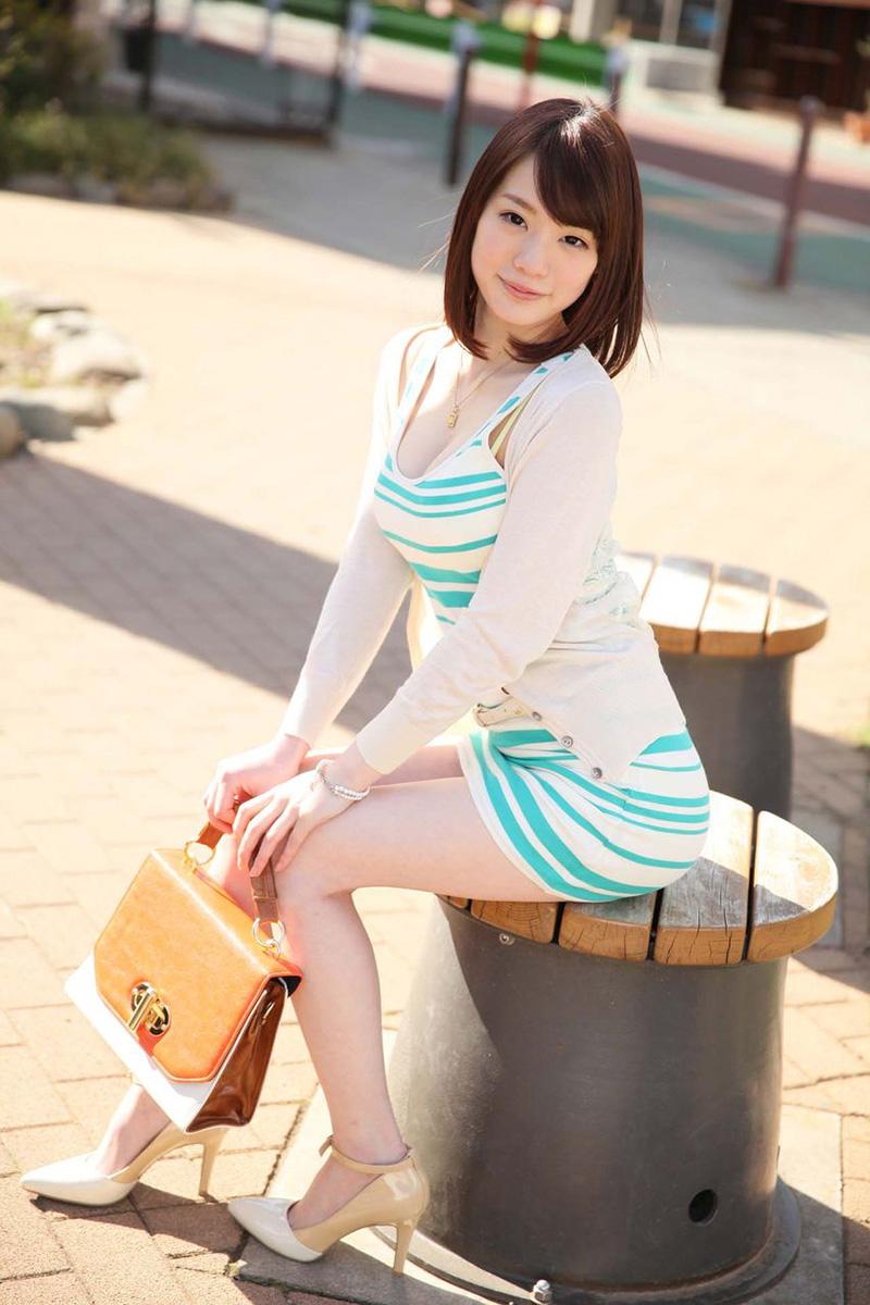 【鈴村あいりエロ画像】可愛いルックスと巨乳ではないが超がつくほどの美乳のAV女優 20