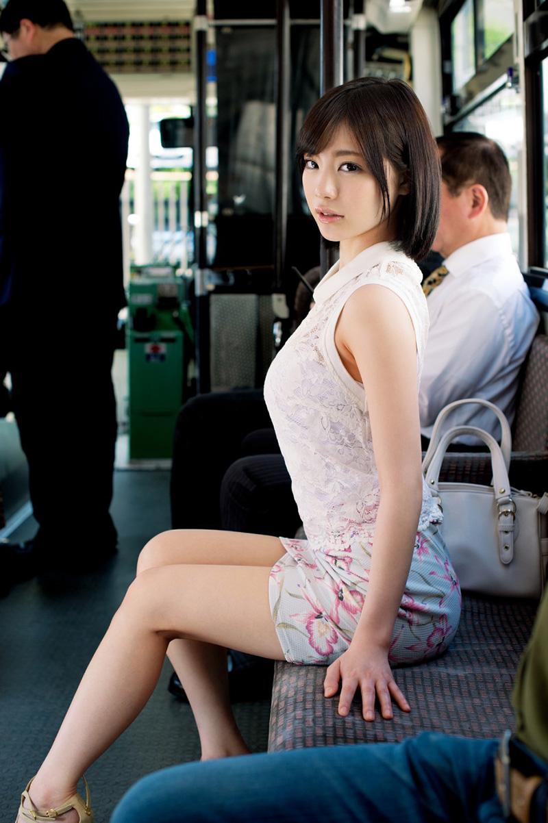 【鈴村あいりエロ画像】可愛いルックスと巨乳ではないが超がつくほどの美乳のAV女優 21