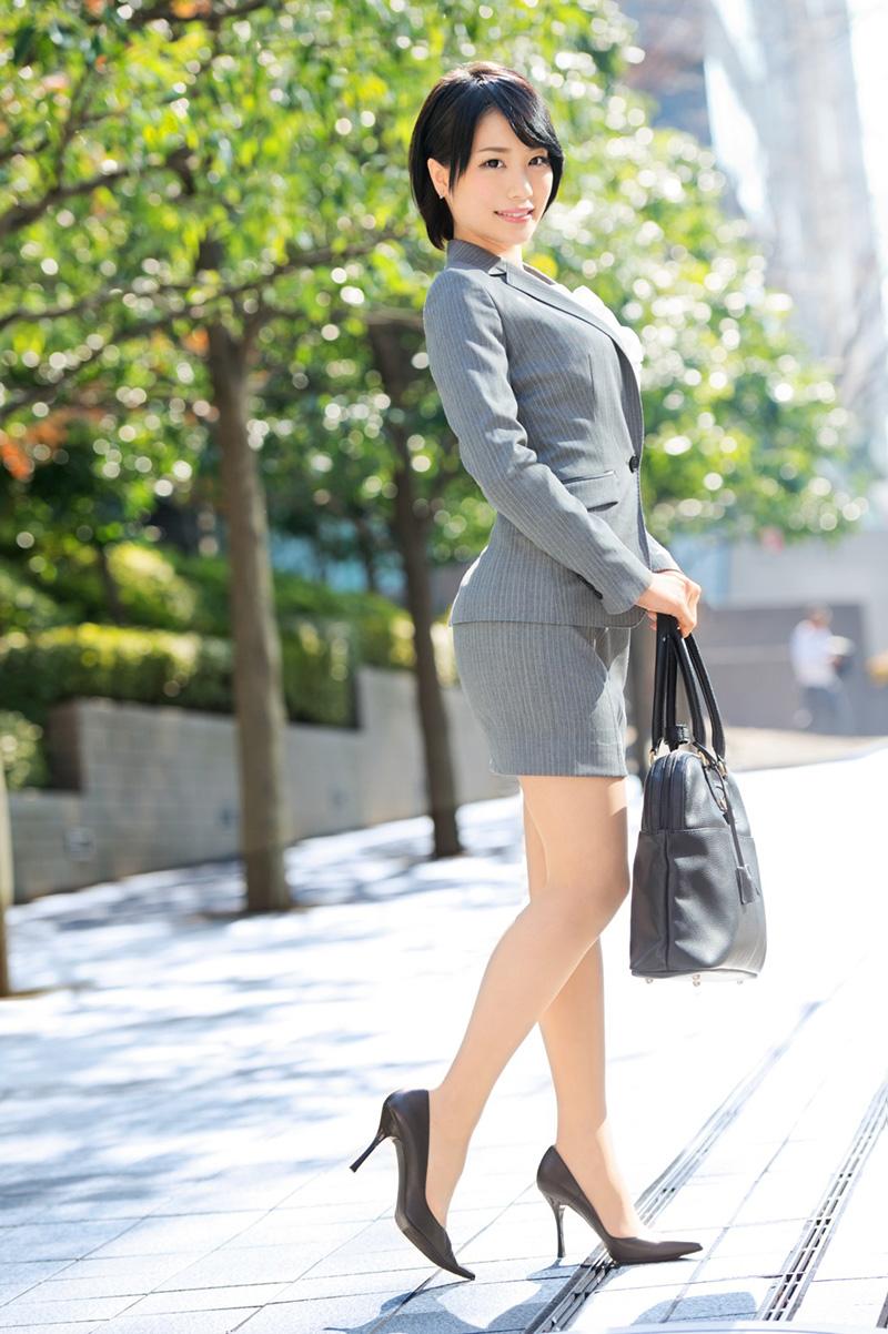 【鈴村あいりエロ画像】可愛いルックスと巨乳ではないが超がつくほどの美乳のAV女優 22