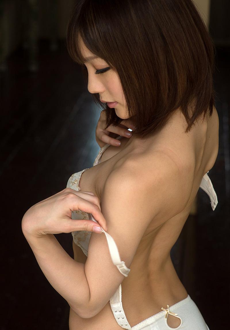 【鈴村あいりエロ画像】可愛いルックスと巨乳ではないが超がつくほどの美乳のAV女優 25