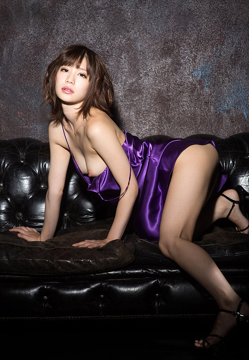 【鈴村あいりエロ画像】可愛いルックスと巨乳ではないが超がつくほどの美乳のAV女優 27