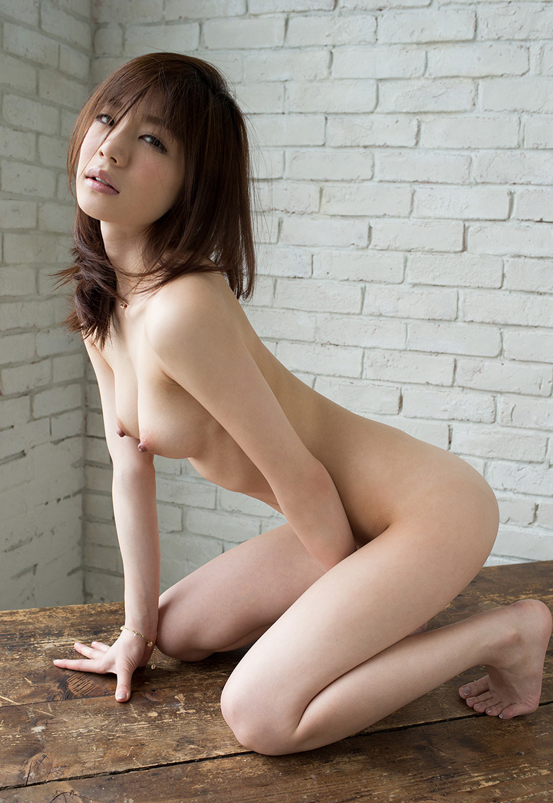 【鈴村あいりエロ画像】可愛いルックスと巨乳ではないが超がつくほどの美乳のAV女優 31