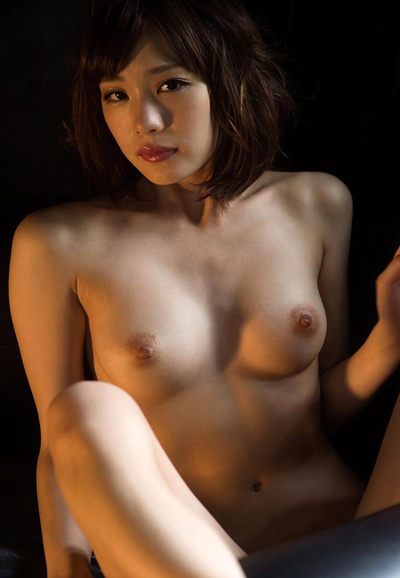 【鈴村あいりエロ画像】可愛いルックスと巨乳ではないが超がつくほどの美乳のAV女優 38