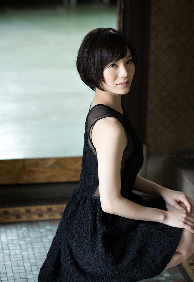【鈴村あいりエロ画像】可愛いルックスと巨乳ではないが超がつくほどの美乳のAV女優 39