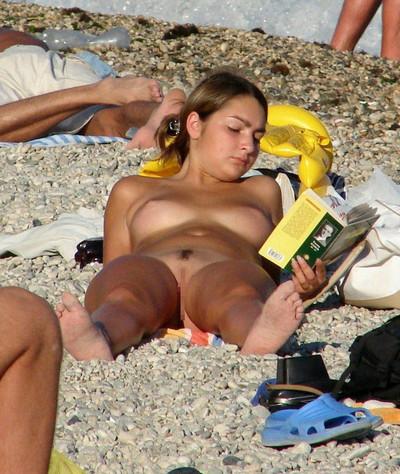 【ヌーディストビーチエロ画像】海外にいったら一度は足を運びたい!ヌーディストビーチ 10