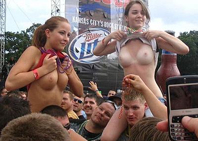 【エ□注意】野外ロックフェスでテンション上がった女の奇行wwwwwwwwwwwwwww(画像あり)