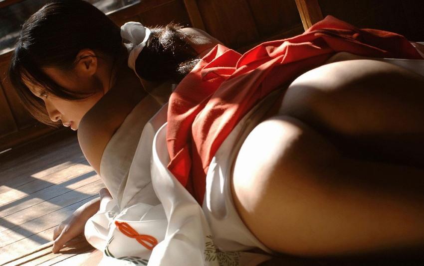 【和装エロ画像】日本人ならこういう画像は外すワケにはいかないだろ!? 15