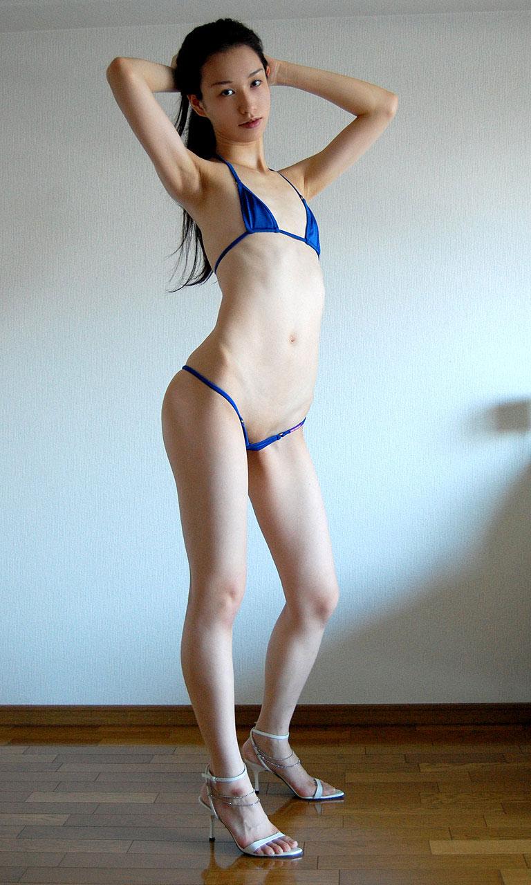 【マイクロビキニエロ画像】極限まで布部を削った超過激なエロ水着がコチラ! 02