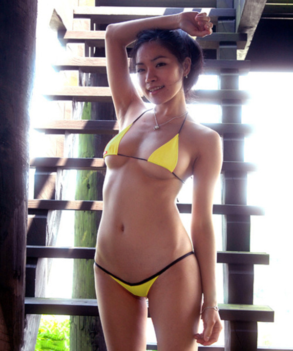 【マイクロビキニエロ画像】極限まで布部を削った超過激なエロ水着がコチラ! 19