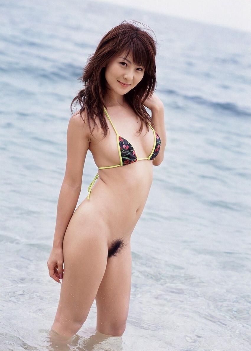 【マイクロビキニエロ画像】極限まで布部を削った超過激なエロ水着がコチラ! 30