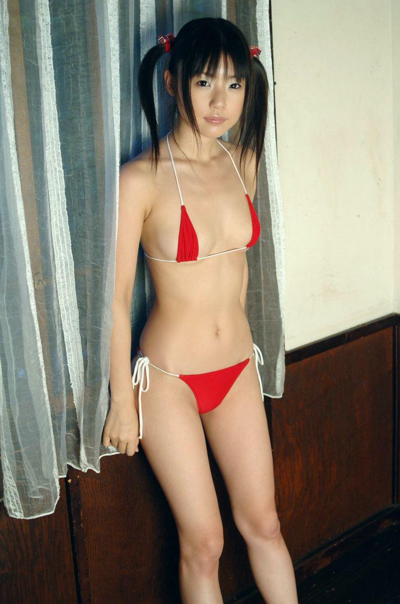 【マイクロビキニエロ画像】極限まで布部を削った超過激なエロ水着がコチラ! 40