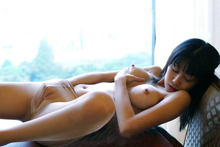 【乳首エロ画像】勃起乳首から美しい美乳首まで様々な乳首画像集めたったww 13