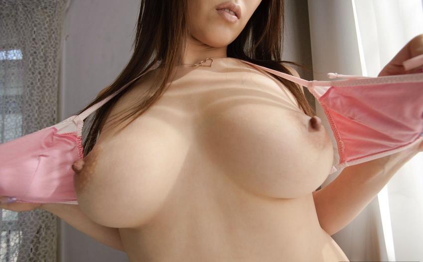 【乳首エロ画像】勃起乳首から美しい美乳首まで様々な乳首画像集めたったww 22