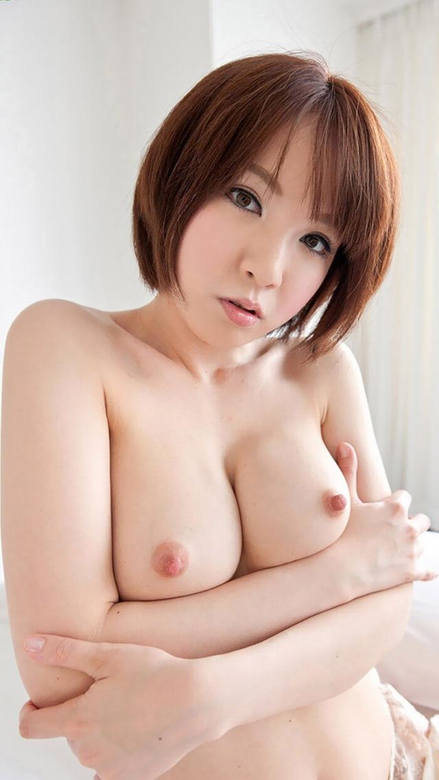 【乳首エロ画像】勃起乳首から美しい美乳首まで様々な乳首画像集めたったww 31