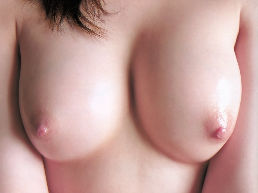 【乳首エロ画像】勃起乳首から美しい美乳首まで様々な乳首画像集めたったww 44