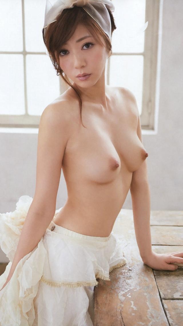 【乳首エロ画像】勃起乳首から美しい美乳首まで様々な乳首画像集めたったww 45