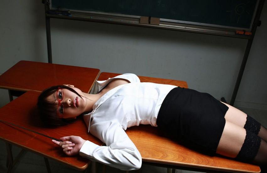 【女教師エロ画像】エッチな先生に夜の教育的指導を受けたいw(51枚) 23
