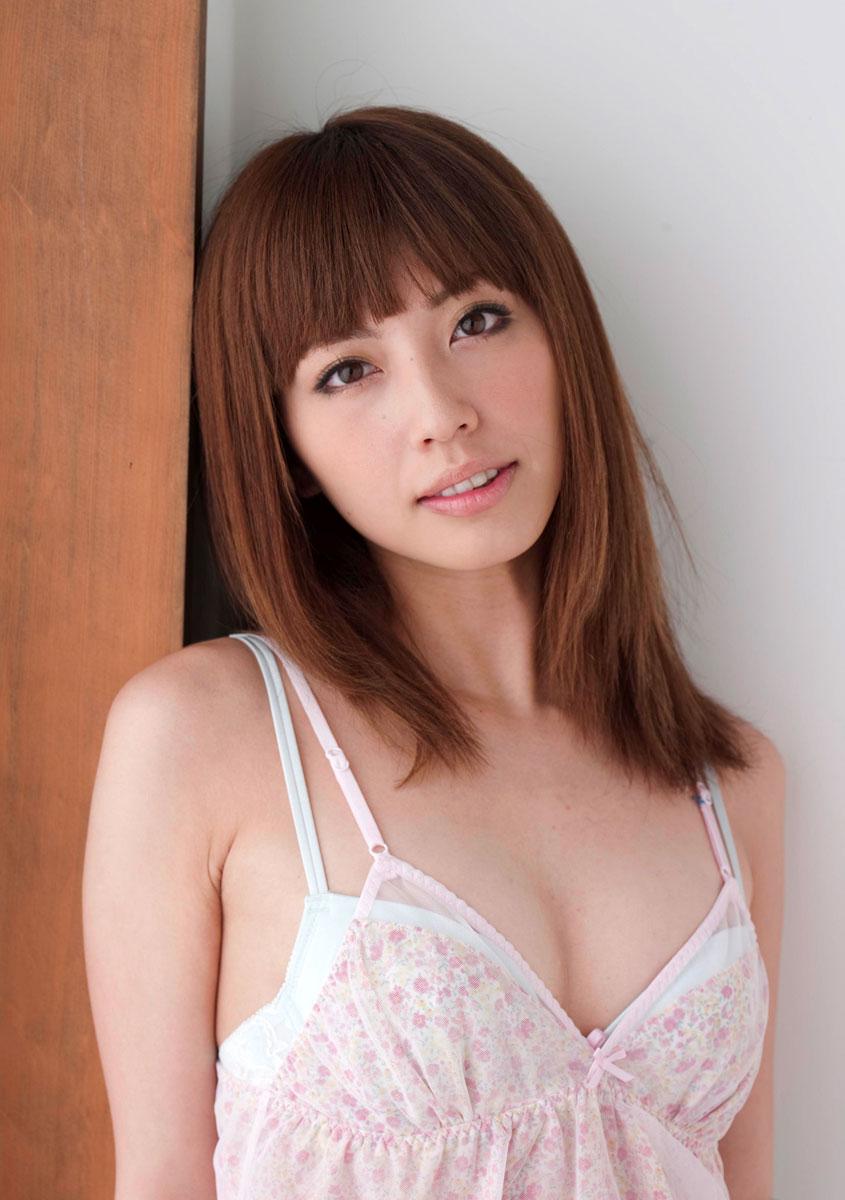 【ヌードエロ画像】清純派女優!横山美雪のスレンダーボディが堪能できるエロ画像!(54枚) 03
