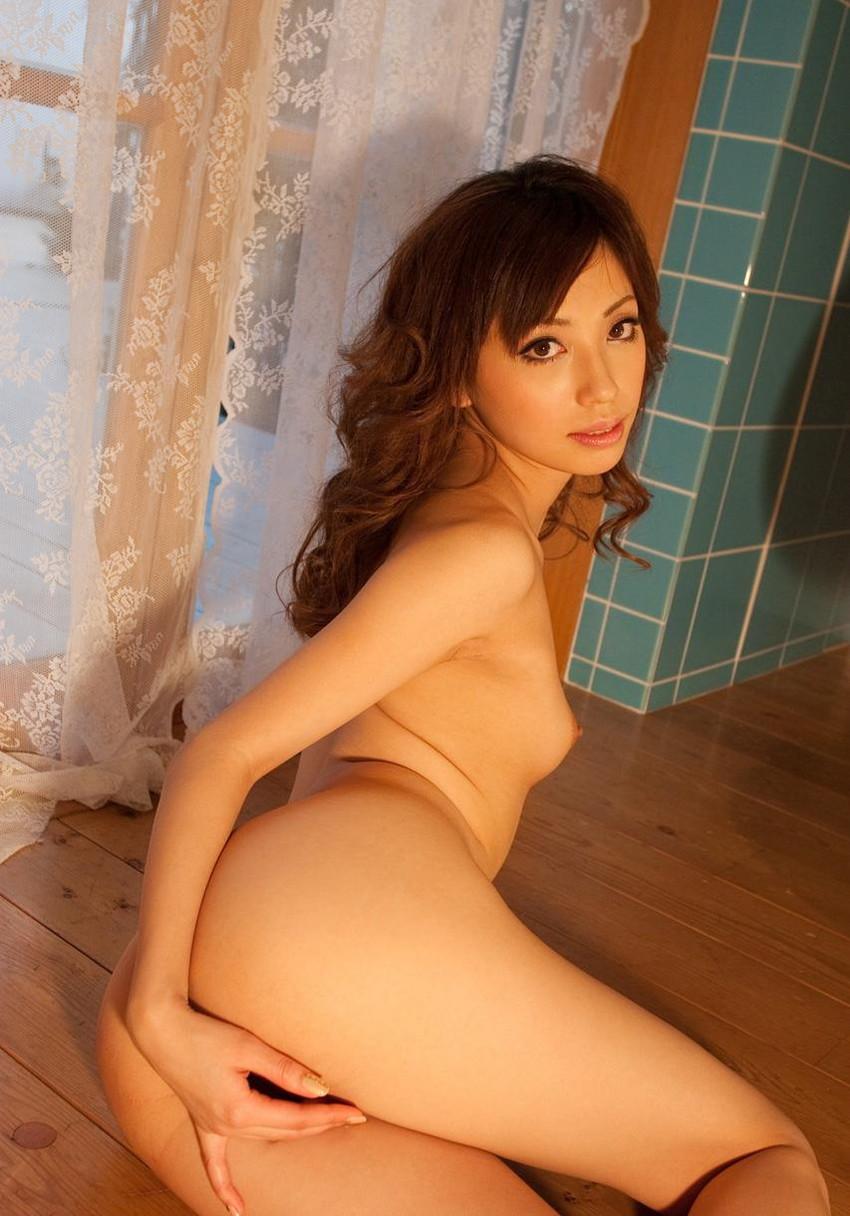 【ヌードエロ画像】清純派女優!横山美雪のスレンダーボディが堪能できるエロ画像!(54枚) 15