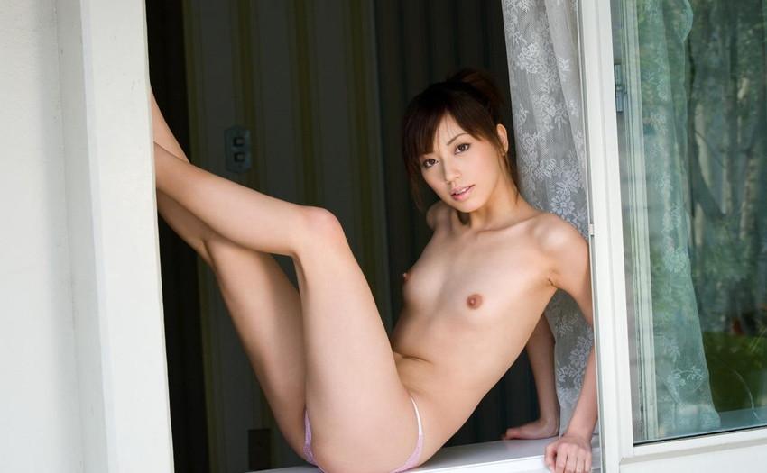 【ヌードエロ画像】清純派女優!横山美雪のスレンダーボディが堪能できるエロ画像!(54枚) 23