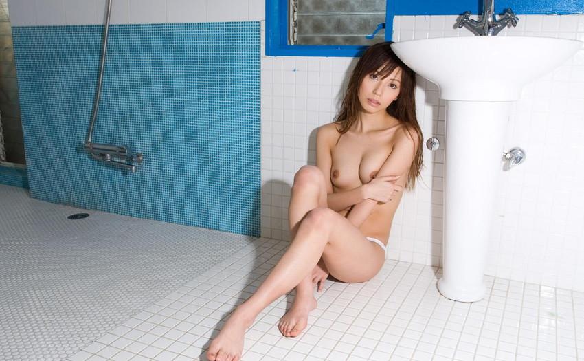 【ヌードエロ画像】清純派女優!横山美雪のスレンダーボディが堪能できるエロ画像!(54枚) 25