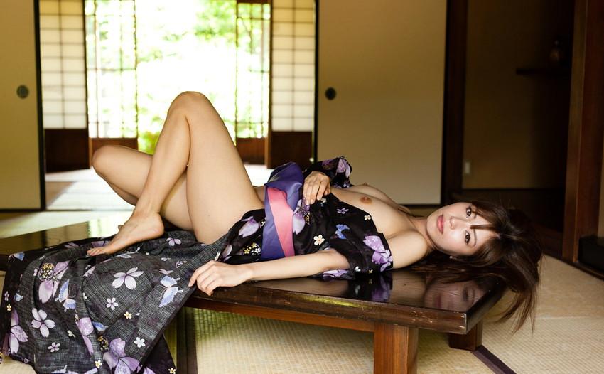 【ヌードエロ画像】清純派女優!横山美雪のスレンダーボディが堪能できるエロ画像!(54枚) 30