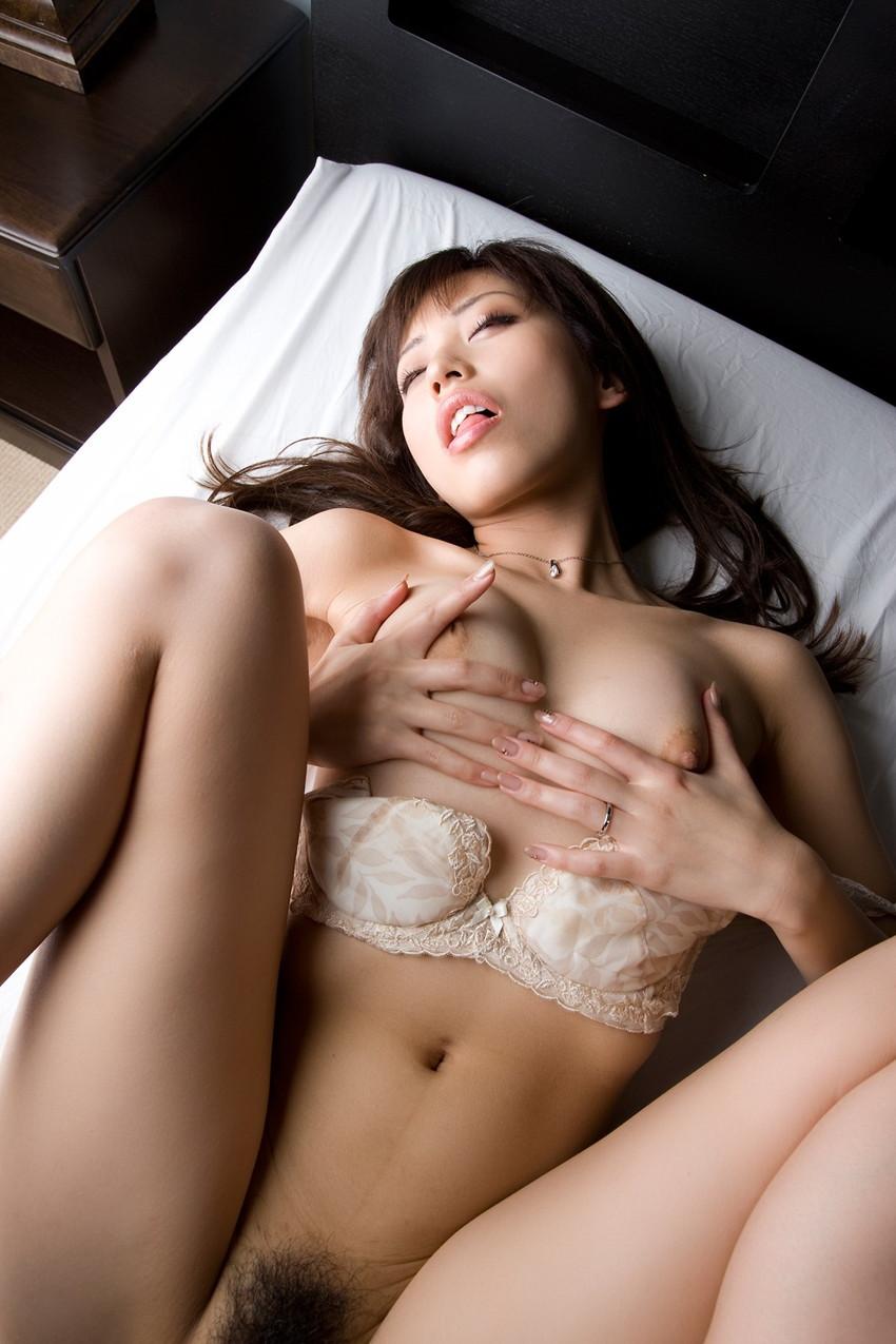 【ヌードエロ画像】清純派女優!横山美雪のスレンダーボディが堪能できるエロ画像!(54枚) 46
