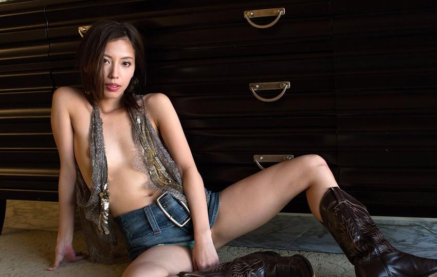 【ヌードエロ画像】清純派女優!横山美雪のスレンダーボディが堪能できるエロ画像!(54枚) 49