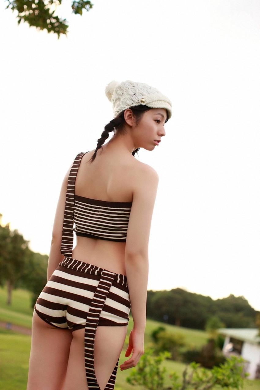 【グラビアエロ画像】小池里奈の水着姿やセミヌード姿がエロ美しいw(50枚) 33