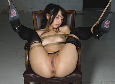【緊縛エロ画像】拘束された美女のエロさは異常w(51枚)