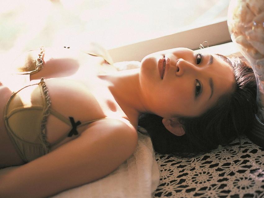 【グラビアエロ画像】昔も今も大人気な小野真弓のセクシー画像(50枚) 23