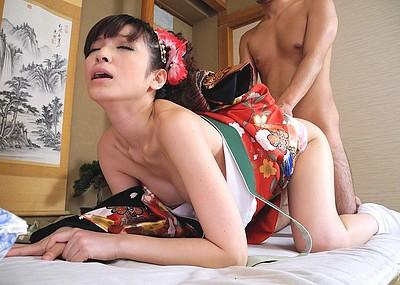 【和服エロ画像】美女の着衣セックス画像!先走り汁が止まらないほどのエロさ!(51枚)
