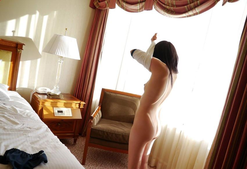 【脱衣エロ画像】身にまとう衣を自ら剥ぎ取っていく美女の姿が艶めかしいw(50枚) 50