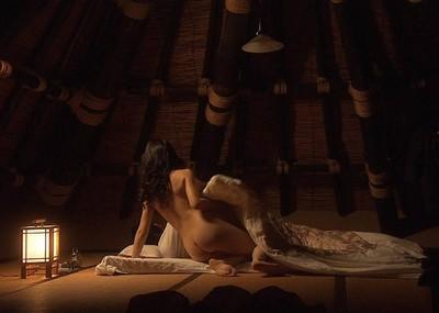 【お宝エロ画像】できるなら一人の時に隣にティッシュ用意して見たい濡れ場やベッドシーンww