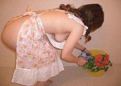 【裸エプロンエロ画像】美女の裸エプロン姿で新婚さんプレイの想像が捗るw(50枚)