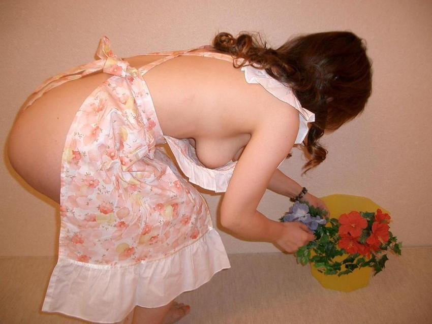【裸エプロンエロ画像】美女の裸エプロン姿で新婚さんプレイの想像が捗るw(50枚) 02
