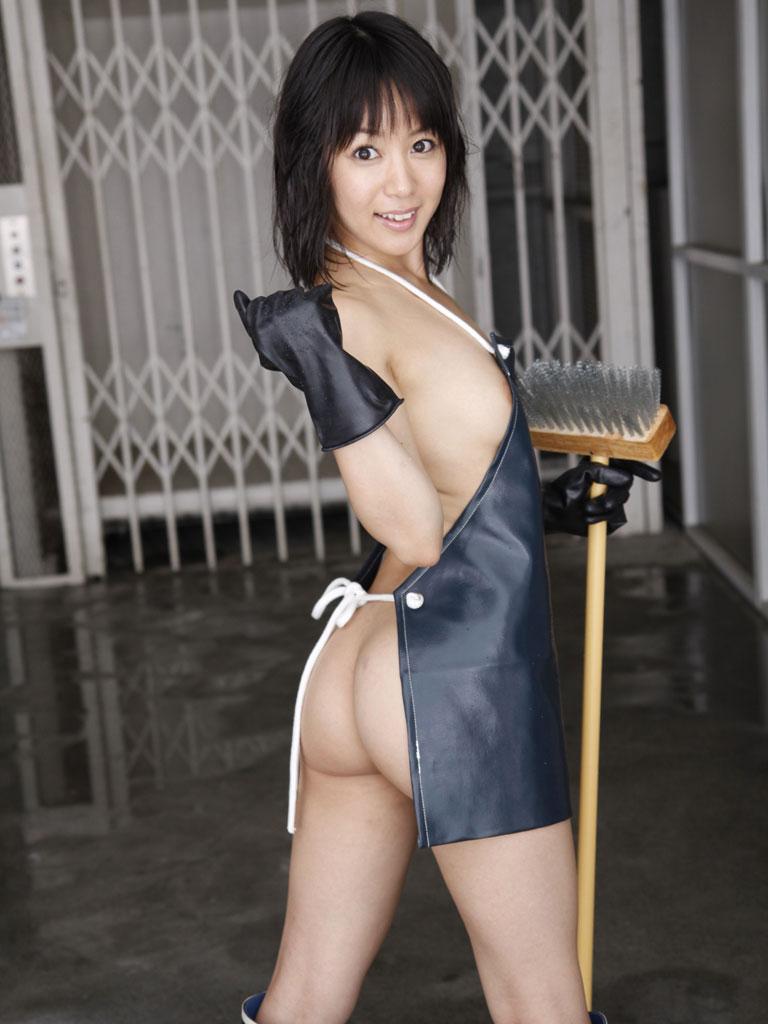 【裸エプロンエロ画像】美女の裸エプロン姿で新婚さんプレイの想像が捗るw(50枚) 05